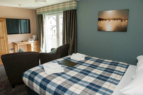Oak Tree Inn: A Premier Deluxe Room