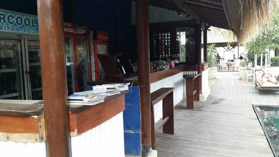 The Beach House Resort: Resort bar next to pool. Didnt use because they have the restaurant.