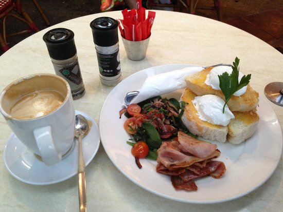 Dolce & Caffe : Eggs benedict, perfectly cooked