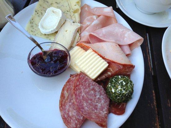 Schwarzmarkt Cafe : ハムとチーズ