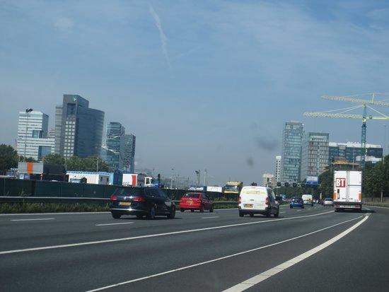Qbic Hotel Amsterdam WTC: Rechts im Bild ist das WTC