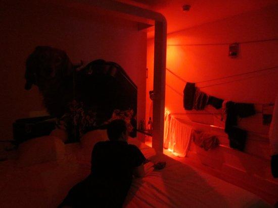 "Qbic Hotel Amsterdam WTC: Rotes ""Nachtlicht"""