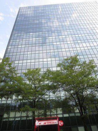 Qbic Hotel Amsterdam WTC : unten Eingang Hotel