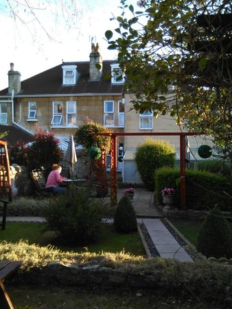 Aquae Sulis Hotel : The garden behind the guest house