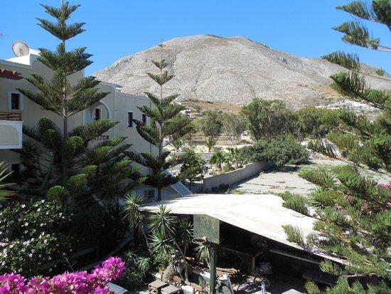 Castro Hotel Kamari: Vista dalla nostra stanza... Hotel Castro Kamari