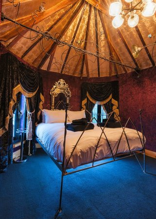 The Crazy Bear Hotel - Stadhampton: Superior Room Ten