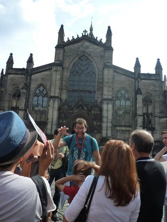 SANDEMANs NEW Edinburgh Tours : Manu en acción ¡¡¡ grande !!!