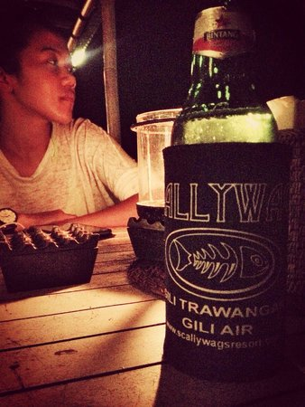 Scallywags Seafood Bar & Grill: beer and love