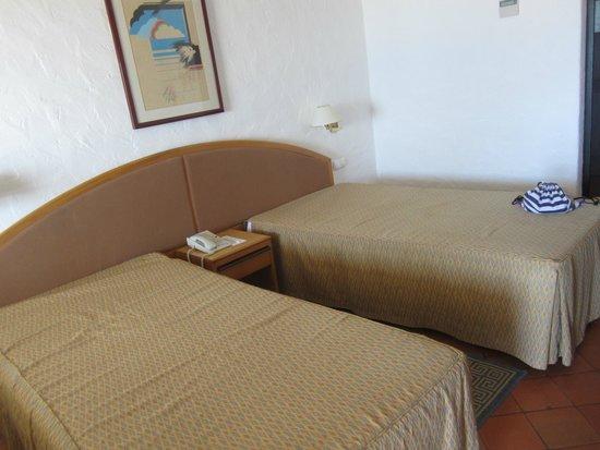 Hotel do Mar : camas se pueden unir