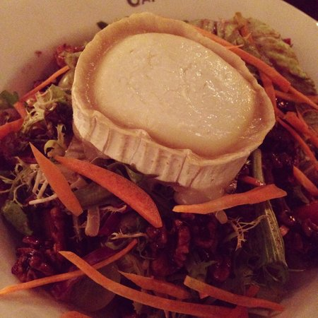 Belgian Beer Cafe Dubai Festival City : Fried goat cheese salad