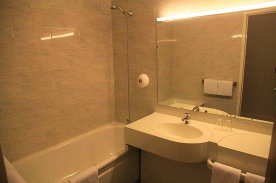 Borgo, Francia: salle de bains