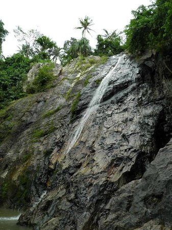Na Muang Waterfall: Catarata