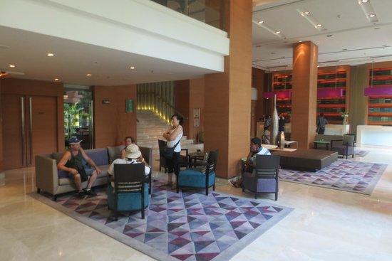 Courtyard by Marriott Bangkok: Hotel lobby