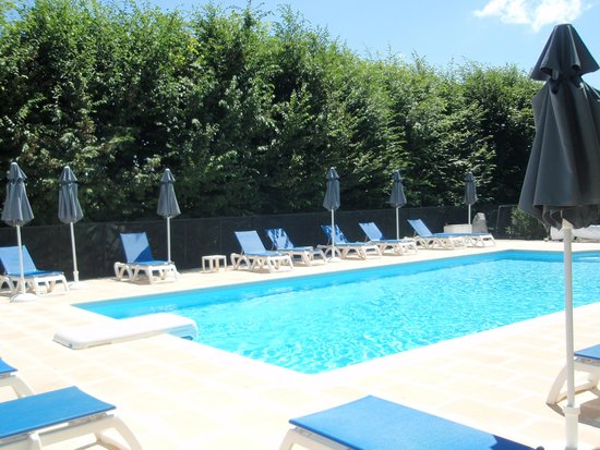 La Nesquiere : spotless pool