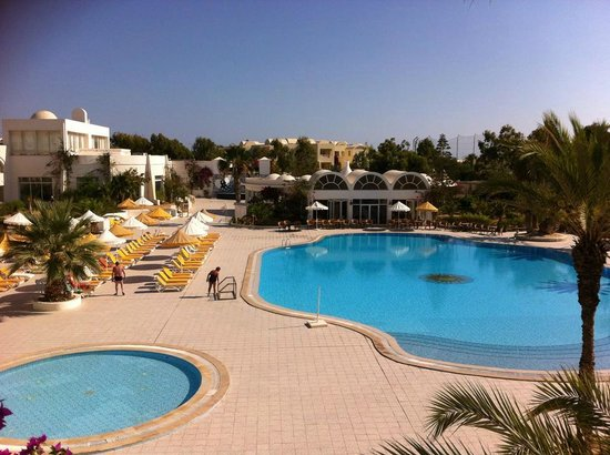 Isis Hotel and Spa: vue sur piscine