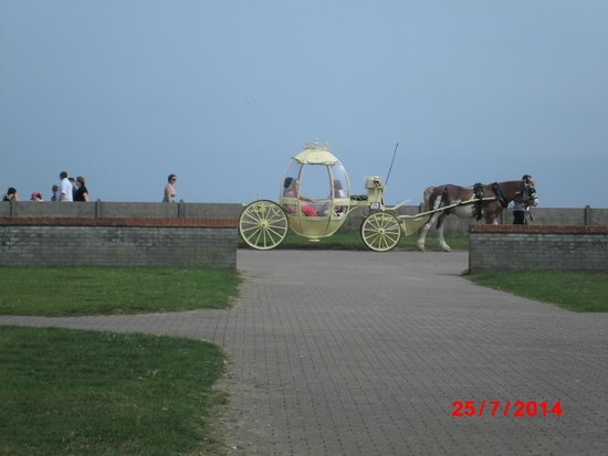Great Yarmouth Marine Parade: Princess carriage rides
