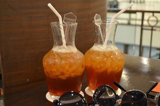 Conrad Bangkok Hotel: The mango and peach iced tea at the deli