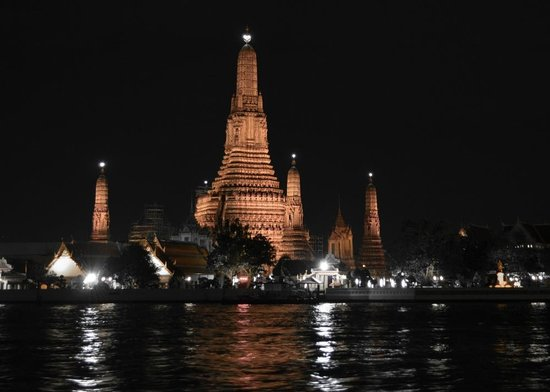 """Conrad Bangkok Hotel: the view of Temple of Dawn at """"The Deck by the River"""" restaurant"""