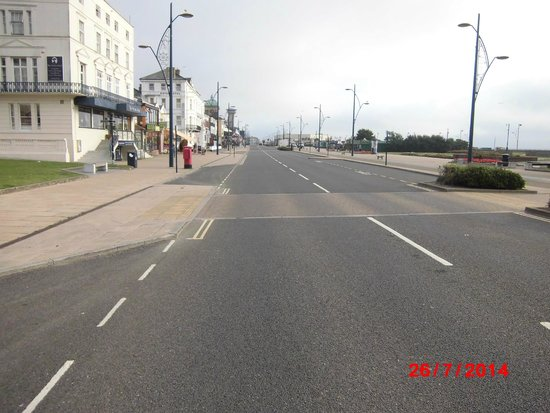 Great Yarmouth Marine Parade: Front early morning (7.30)