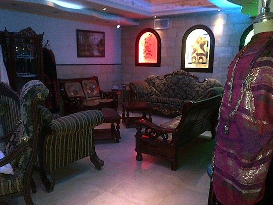 Hashimi Hotel: Part of reception area