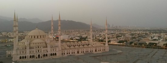 Nour Arjaan by Rotana - Fujairah: day view from our room balcony, mosque yet to open similar to Sultanahmet (Blue) Mosque of Istan