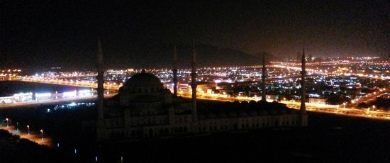 Nour Arjaan by Rotana - Fujairah: night view from our room balcony,mosque yet to open similar to Sultanahmet (Blue) Mosque of Ista