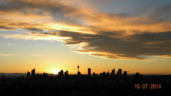 Meriton Suites Bondi Junction: Sunset Over The City.
