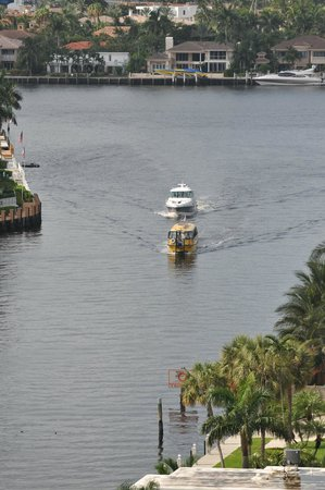 GALLERYone - A DoubleTree Suites by Hilton Hotel: Water taxi arriving