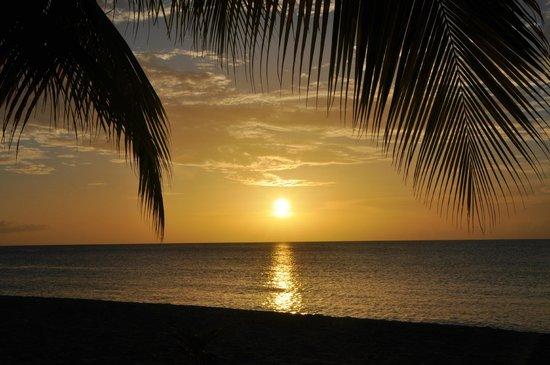 Radisson Grenada Beach Resort: Sunset am Pool