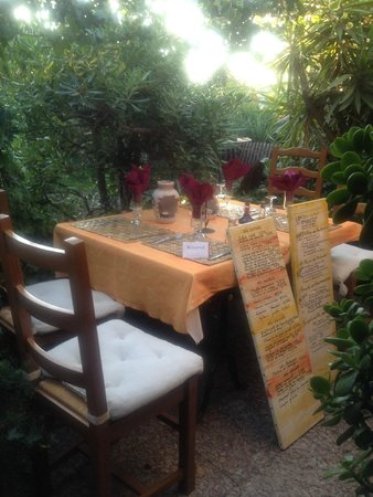 Les Ombrelles : Our table and the menu
