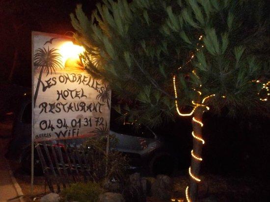 Les Ombrelles : the entrance