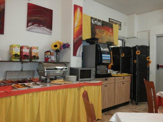Hotel Stresa: uno dei tanti tavoli imbanditi della colazione