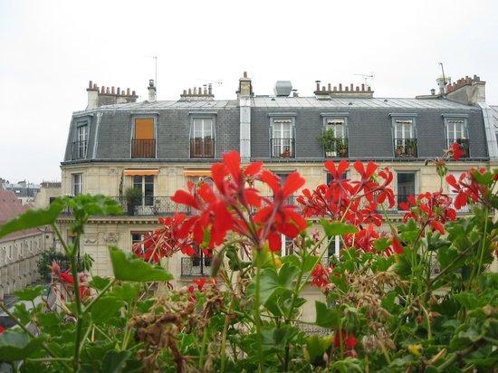 Familia Hotel: Blommor på balkongen