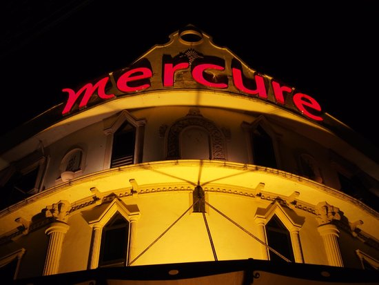 Mercure Vientiane: night visage