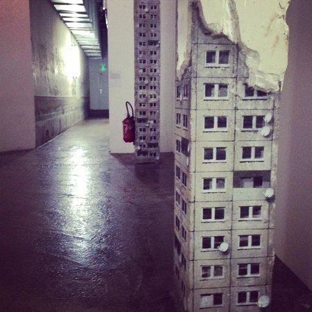 Palais de Tokyo: Social housing columns