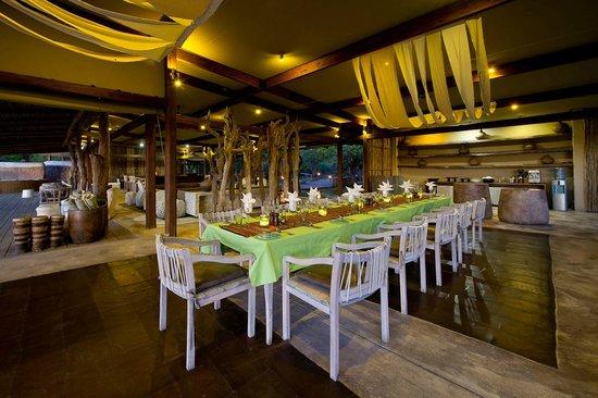 Wilderness Safaris Kings Pool Camp: Main/ Dining Area at Kings Pool