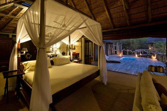 Wilderness Safaris Kings Pool Camp: Standard Room at Kings Pool