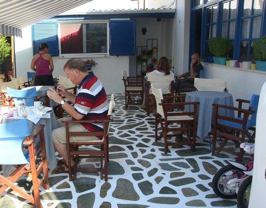 Dilion Hotel: BREAKFAST IN THE GARDEN