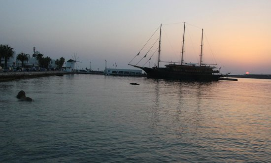 Dilion Hotel: PARIKIA HARBOUR AT SUNSET