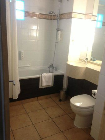 Holiday Inn A55 - Chester (West): Bathroom executive room