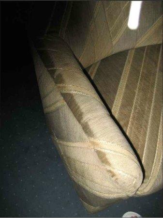 Hotel Merit: völlig verwohnte Möbel