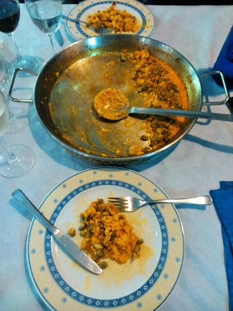 Restaurante Casa Riquelme: They made a simple paella with broad beans and other vegetables