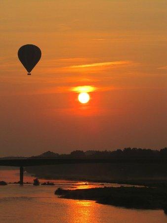 Aerocom Montgolfiere: Lever de soleil sur Chaumont sur Loire