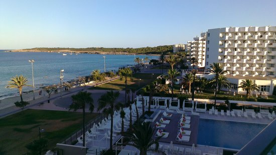 Protur Playa Cala Millor Hotel: right side view