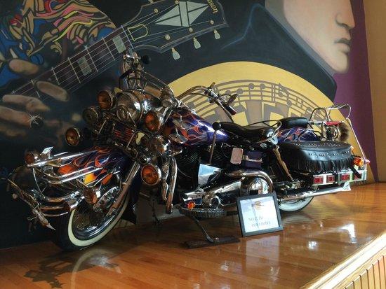 Hard Rock Cafe: При входе
