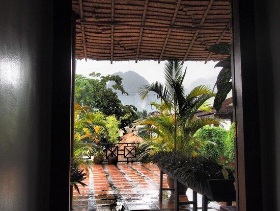 Inthira Vang Vieng: Upstairs view near rooms - Inthira