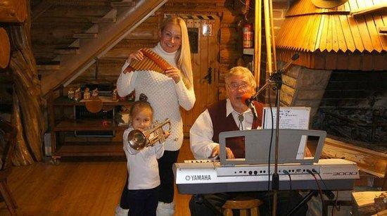 U Ducha Gor Restaurant: живая музыка