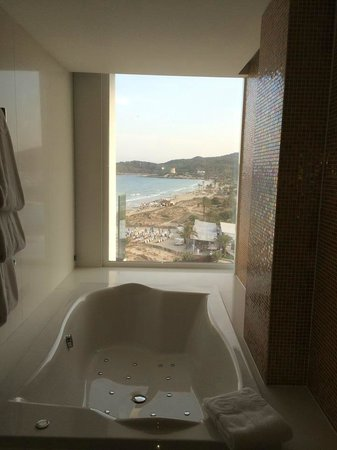 Hard Rock Hotel Ibiza: bathroom gold suite