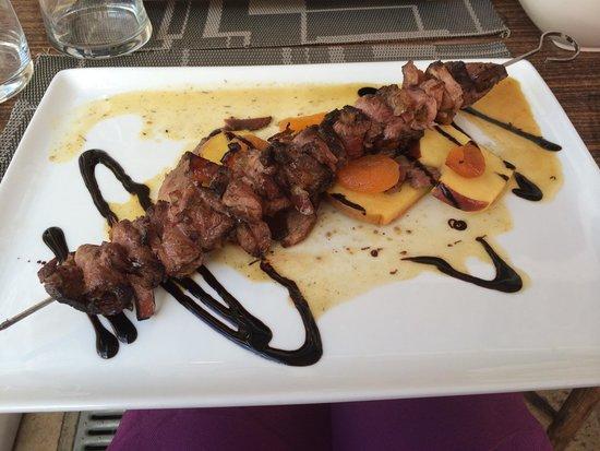 La Riviere des Vins: Brochette magret de canard aux abricots.