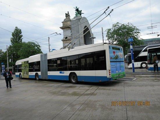 Old Town Lucerne : 珍しいトロリーバス(ベンツ製)